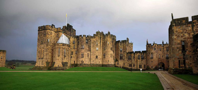Alnwick-Castle-Outer-Courtyard