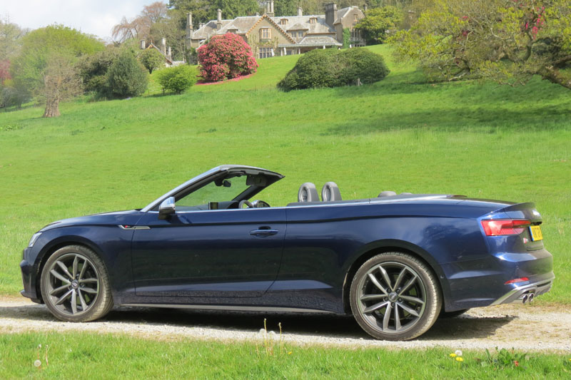 Audi S5 Cabriole in the grounds of Hotel Endsleigh