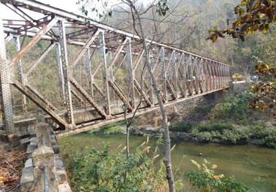 Bridge-on-the-road-from-Touphema