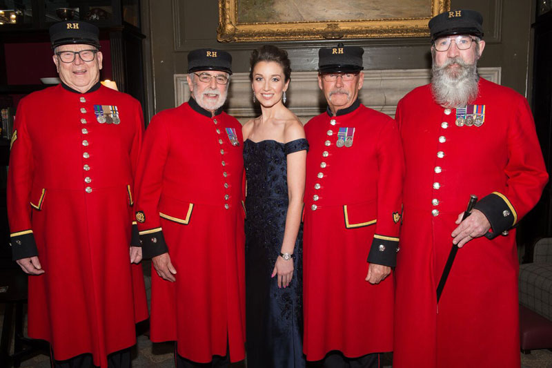 Carly Paoli with Chelsea Pensioners of Royal Hospital Chelsea