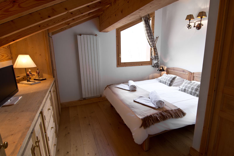 Chalet St. Peres at St. martin de Belleville top twin or double room with en suite shower