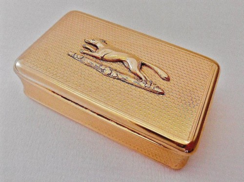 George IV 18 carat gold Snuff Box with engine turned sides applied with running fox by Alexander Strachan 1823
