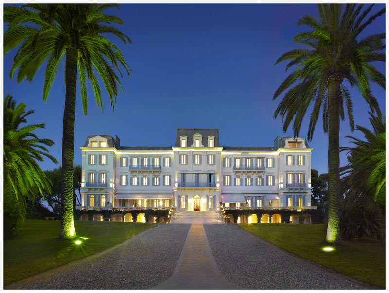 Hotel-du-cap-Eden-Roc-at-night