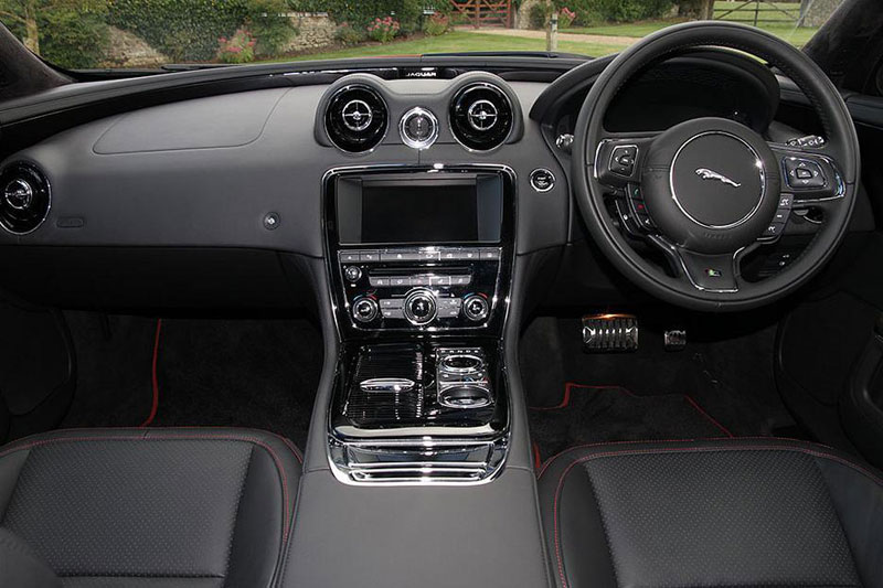 Jaguar XJ R-Sport SWB 3.0 V6 300PS interior and control panel
