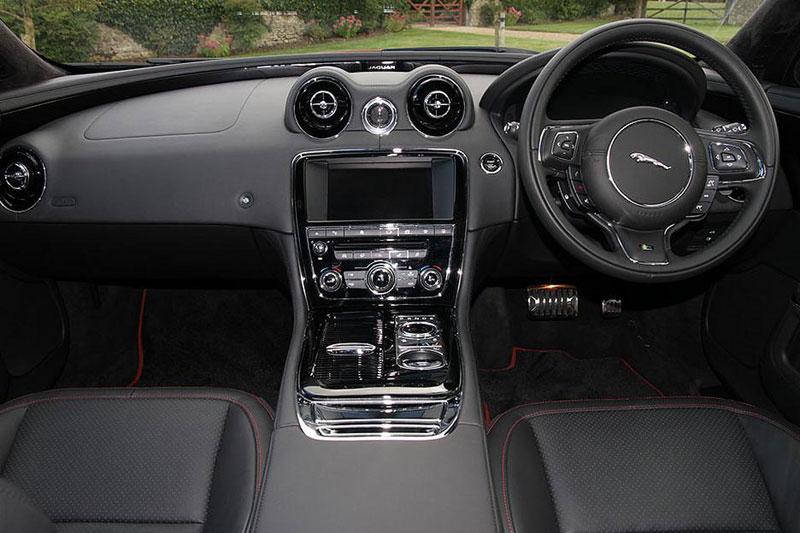 Jaguar XJ R-Sport SWB 3.0 V6 300PS interior and control panel