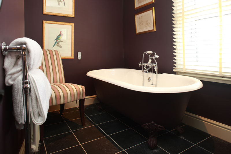 One-of-the-Queens-Arms-Bathrooms-with-roll-top-bath