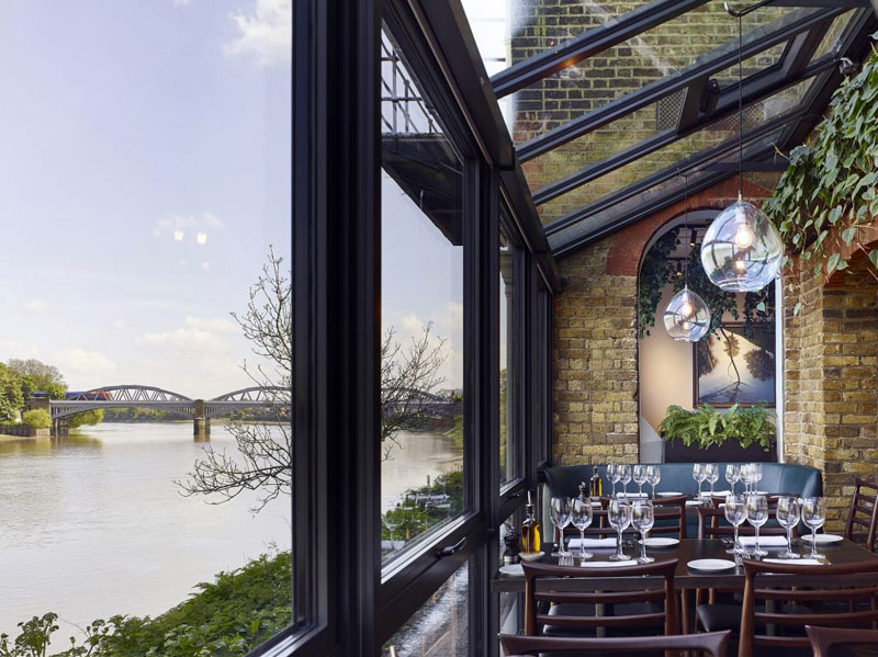 Rick Stein Restaurant at Barnes with view of Thames