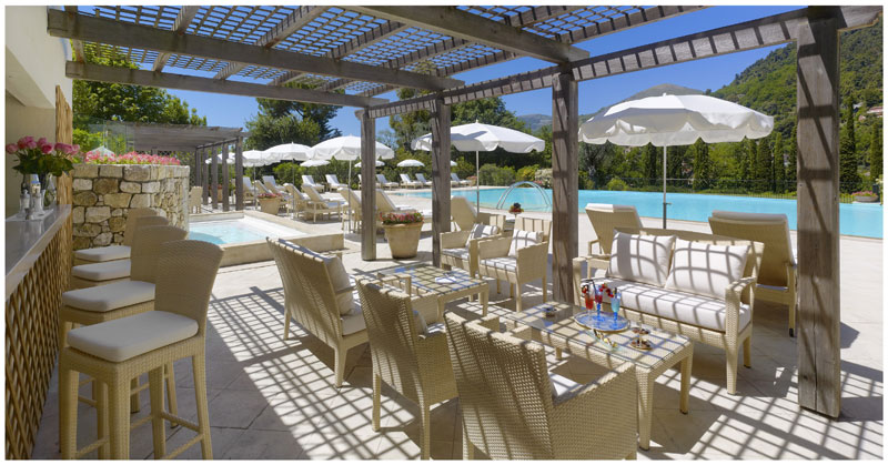 Swimming-pool-and-summer-grill-restaurant-LOliveraie