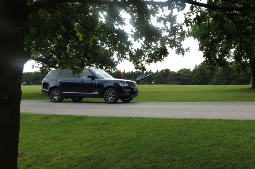 The-Range-Rover-Autobiography-LWB-and-helicopter-taking-off-from-the-Game-Fair-at-Harewood-House