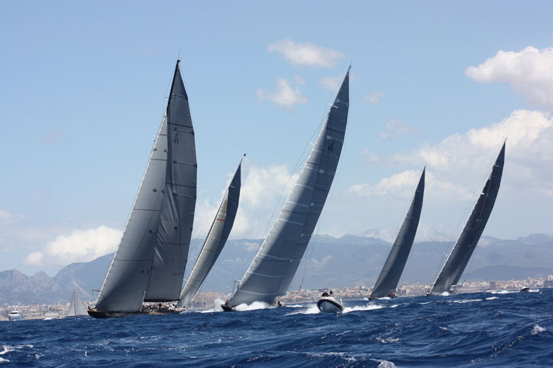 The Mighty 5 on a first windward leg