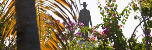 The-statue-erected-on-Mustique-of-Colin-Tennant