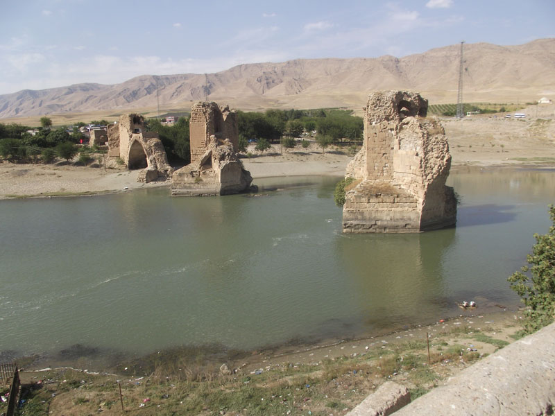 Turkey remains of 13th century bridge to Hasankeyf