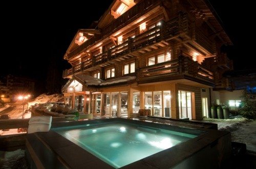 External Jacuzzi at The Lodge Verbier