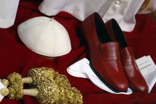 papal footwear