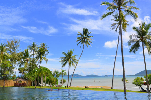 Vijitt Resort Rawai Beach infinity pool and view of neighbouring islands